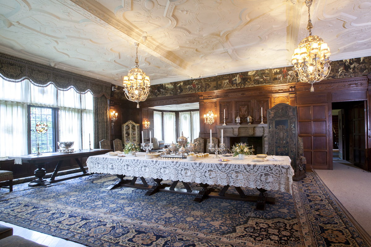 The manor house stan hywet hall gardens for House dining hall images